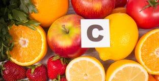 Υγιή τρόφιμα - τρόφιμα με ένα υψηλό περιεχόμενο της βιταμίνης C Στοκ φωτογραφίες με δικαίωμα ελεύθερης χρήσης