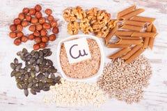 Υγιή τρόφιμα που περιέχουν το χαλκό, τα μεταλλεύματα και την τροφική ίνα, υγιής έννοια διατροφής στοκ φωτογραφία