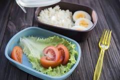Υγιή τρόφιμα σε ένα εμπορευματοκιβώτιο που μπορείτε να πάρετε με σας Στοκ Φωτογραφία