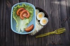 Υγιή τρόφιμα σε ένα εμπορευματοκιβώτιο που μπορείτε να πάρετε με σας Στοκ φωτογραφίες με δικαίωμα ελεύθερης χρήσης