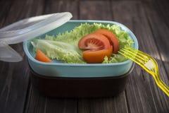 Υγιή τρόφιμα σε ένα εμπορευματοκιβώτιο που μπορείτε να πάρετε με σας Στοκ Εικόνες