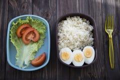 Υγιή τρόφιμα σε ένα εμπορευματοκιβώτιο που μπορείτε να πάρετε με σας Στοκ εικόνες με δικαίωμα ελεύθερης χρήσης