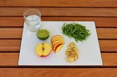 Υγιή τρόφιμα στον πίνακα Στοκ εικόνα με δικαίωμα ελεύθερης χρήσης