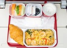Υγιή τρόφιμα στο αεροπλάνο με τον καφέ Στοκ φωτογραφία με δικαίωμα ελεύθερης χρήσης