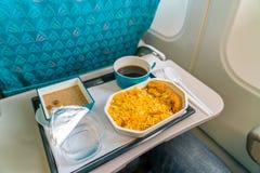 Υγιή τρόφιμα στο αεροπλάνο με τον καφέ Στοκ φωτογραφίες με δικαίωμα ελεύθερης χρήσης