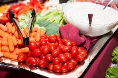 Υγιή φρέσκα λαχανικά κατανάλωσης Στοκ Εικόνες