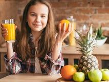 Υγιή φρούτα χυμού προγευμάτων διατροφής τροφίμων παιδιών στοκ φωτογραφία με δικαίωμα ελεύθερης χρήσης