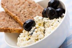υγιείς ελιές γεύματος φέτας τυριών ψωμιού Στοκ Εικόνα