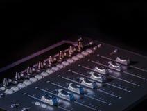 Υγιείς ολισθαίνοντες ρυθμιστές στούντιο μουσικής καταγραφής Στοκ εικόνες με δικαίωμα ελεύθερης χρήσης