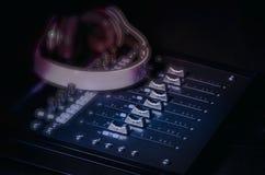 Υγιείς ολισθαίνοντες ρυθμιστές στούντιο μουσικής καταγραφής Στοκ Εικόνες