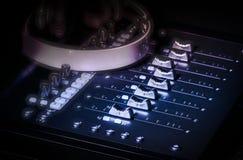 Υγιείς ολισθαίνοντες ρυθμιστές στούντιο μουσικής καταγραφής Στοκ φωτογραφία με δικαίωμα ελεύθερης χρήσης