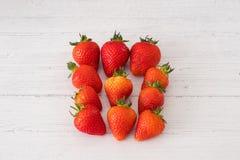 Υγιείς σκωτσέζικες φράουλες σε έναν λευκό πίνακα σανίδων στοκ εικόνες με δικαίωμα ελεύθερης χρήσης