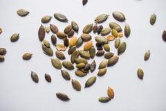 Υγιείς σπόροι κολοκύθας καρδιών Στοκ Εικόνες