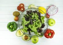 υγιεινά σπιτικά vegan τρόφιμα, χορτοφάγος διατροφή, πρόχειρο φαγητό βιταμινών, τρόφιμα και έννοια υγείας στοκ φωτογραφία