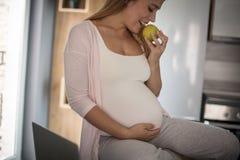 Υγιεινή διατροφή για το μωρό στοκ εικόνα με δικαίωμα ελεύθερης χρήσης