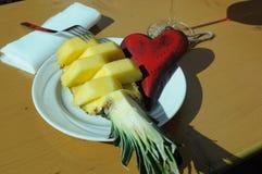Υγιεινή διατροφή, καρδιά, ανανάς στοκ εικόνες