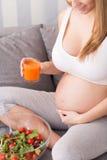 Υγιεινή διατροφή για τη έγκυο γυναίκα Στοκ φωτογραφία με δικαίωμα ελεύθερης χρήσης