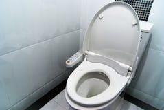 Υγιεινός και υψηλή τεχνολογία του κύπελλου τουαλετών στοκ φωτογραφίες