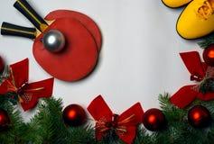 Υγιούς και ενεργού τρόπων ζωής ευχετήριων καρτών έννοια ικανότητας, Χριστούγεννα και νέο υπόβαθρο έτους με τους πράσινους κλάδους στοκ εικόνα με δικαίωμα ελεύθερης χρήσης