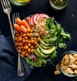 Υγιούς και ισορροπημένη vegan γεύμα κύπελλων του Βούδα, Στοκ Φωτογραφίες