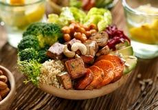 Υγιούς και ισορροπημένη vegan γεύμα κύπελλων του Βούδα, Στοκ Εικόνα