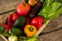 Υγρά λαχανικά σε ένα καλάθι Στοκ φωτογραφίες με δικαίωμα ελεύθερης χρήσης