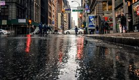 Υγρές οδοί στη Νέα Υόρκη Στοκ φωτογραφία με δικαίωμα ελεύθερης χρήσης