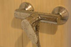 Υγρή στρόφιγγα στο λουτρό Στοκ φωτογραφία με δικαίωμα ελεύθερης χρήσης
