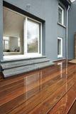 Υγρή υπαίθρια ξύλινη επιφάνεια Στοκ φωτογραφία με δικαίωμα ελεύθερης χρήσης