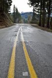 Υγρός δρόμος βουνών στοκ φωτογραφία