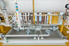 Υγρός δυτών τύπος μετατοπίσεων αντλιών θετικός στο υγρό μεταφοράς από το σκάφος στο σωλήνα γραμμών του ορίζοντα στοκ φωτογραφία με δικαίωμα ελεύθερης χρήσης