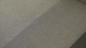 Υγρός καθαρισμός του καναπέ απόθεμα βίντεο