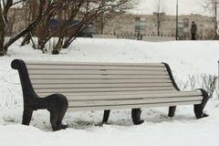 Υγρός πάγκος στο πάρκο Στοκ φωτογραφίες με δικαίωμα ελεύθερης χρήσης