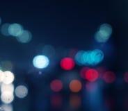 Υγρό παράθυρο με το υπόβαθρο της πόλης νύχτας Στοκ εικόνες με δικαίωμα ελεύθερης χρήσης