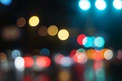Υγρό παράθυρο με το υπόβαθρο της πόλης νύχτας Στοκ φωτογραφία με δικαίωμα ελεύθερης χρήσης