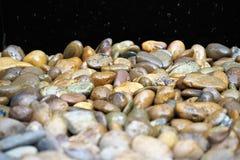 Υγρό υπόβαθρο χαλικιών πετρών Στοκ εικόνα με δικαίωμα ελεύθερης χρήσης