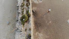 Υδραγωγείο στην παραλία στην Καισάρεια απόθεμα βίντεο
