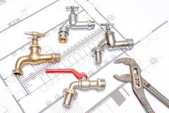 Υδραυλικός και γαλλικό κλειδί σχεδίων Στοκ Εικόνες