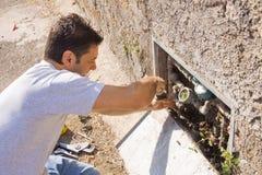Υδραυλικός στην εργασία Στοκ φωτογραφία με δικαίωμα ελεύθερης χρήσης