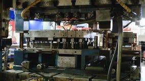 Υδραυλικός Τύπος κοπής στη διαδικασία απόθεμα βίντεο