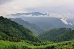 Υδρονέφωση και σύννεφα βουνών στοκ φωτογραφία