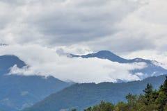 Υδρονέφωση και σύννεφα βουνών στοκ φωτογραφία με δικαίωμα ελεύθερης χρήσης