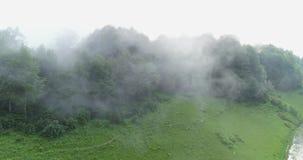 Υδρονέφωση και σύννεφα στη χώρα απόθεμα βίντεο