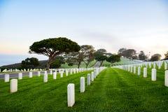 Υδρονέφωση πρωινού και κυλώντας λόφοι στο εθνικό νεκροταφείο Rosecrans στοκ εικόνες