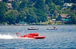 Υδροπλάνο που συναγωνίζεται στη λίμνη Στοκ εικόνα με δικαίωμα ελεύθερης χρήσης