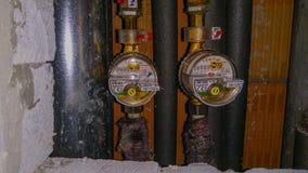 Υδρόμετρα, εσωτερικοί μετρητές καυτού και κρύου νερού στοκ εικόνα με δικαίωμα ελεύθερης χρήσης