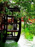 Υδρόμυλος και λίμνη στοκ εικόνα με δικαίωμα ελεύθερης χρήσης