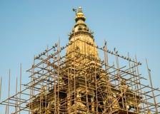 Υλικά σκαλωσιάς γύρω από έναν ναό σε Patan, Νεπάλ Στοκ εικόνες με δικαίωμα ελεύθερης χρήσης