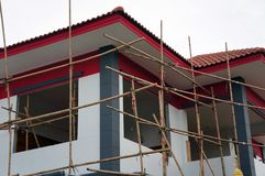 Υλικά σκαλωσιάς μπαμπού για το σπίτι κατασκευής και ζωγραφικής στοκ εικόνες