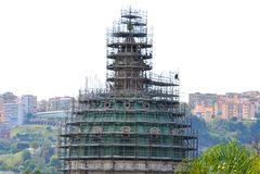 Υλικά σκαλωσιάς σε έναν θόλο στη Νάπολη - κοιλάδα ` Incoronata βασιλικών della θόλων στοκ φωτογραφία με δικαίωμα ελεύθερης χρήσης